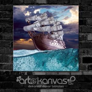 Fırtınada Gemi Kanvas Tablo